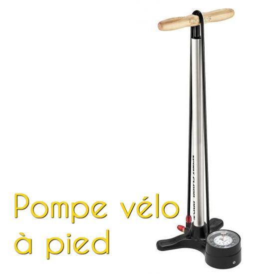 Une pompe à vélo à pied pour cycle